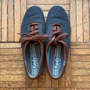 Keds sz 6 women's shoe - Dark Grey w/ brown trim
